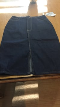 DKNY jean skirt with slit size 4 Chesapeake, 23320