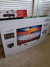"32"" smart HD tv and bluray player"