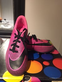 Soccer shoes and shin pads (girl) size 13 Montréal, H1C