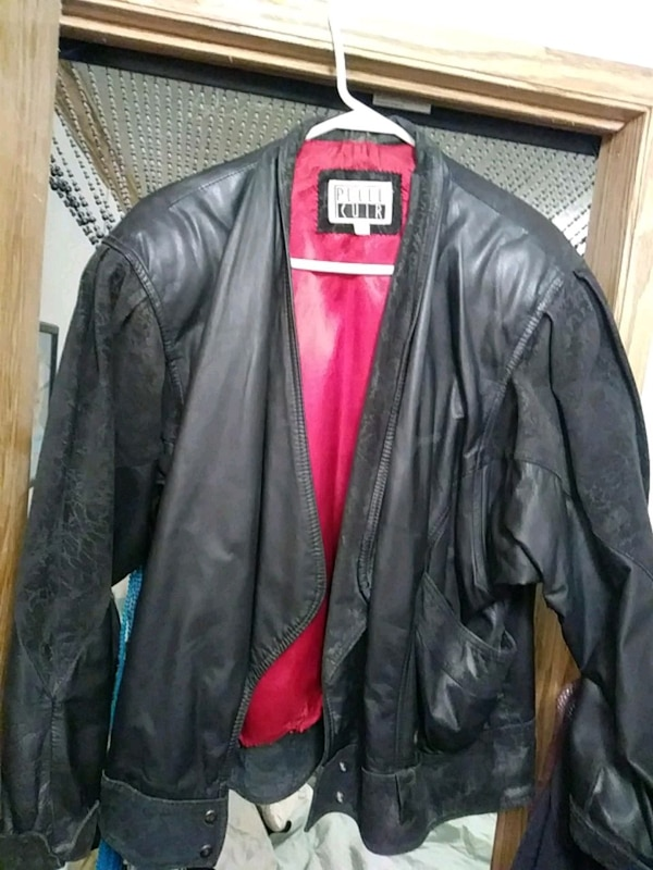 7f0a9a9a3 Used black leather zip-up jacket for sale in Blaine - letgo