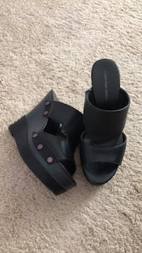 Pair of black leather open-toe sandals Calvin Klein 7 1/2 Bristow, 20136