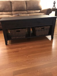 Brown coffee table with top that opens for storage Hickory, 28601