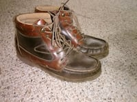 pair of brown leather work boots San Angelo, 76903