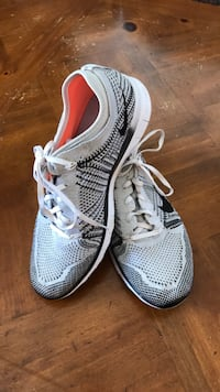 Nike running shoes size 8 Woman  Elk Grove, 95757