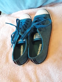 Womans Converse size 8  Omaha