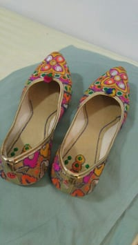 pair of pink-and-white floral flats Toronto, M1R 1V4