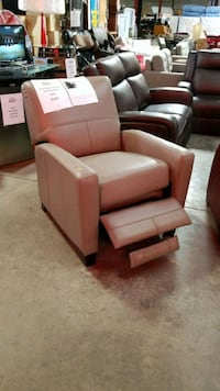Top grain leather recliner Mississauga, L4X 1R1