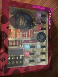 The Color Institute gift set with pack Mississauga, L4T 1N4