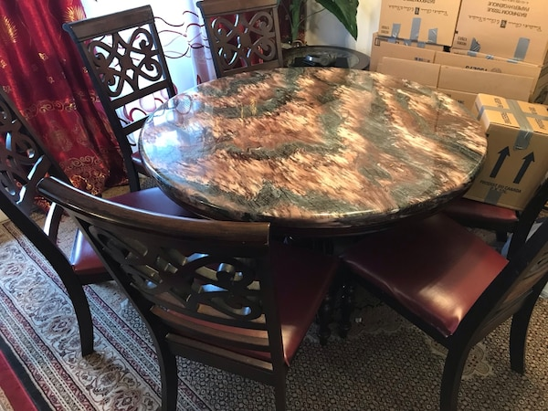Marble Dining Table with Leather Chair seats 2621b38f-d39e-461f-b629-245796be44f0