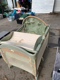 Play pen vibrates and plays music very good condition clean Stockton, 95206