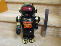 Vintage toy robot ~ MagnatronMT-2 1985- moves and blows smoke!!!! Whitby, ON, Canada