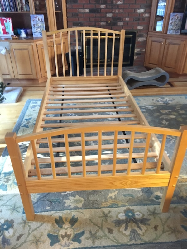 Vermont Tubbs Handmade Solid Maple Twin Bed