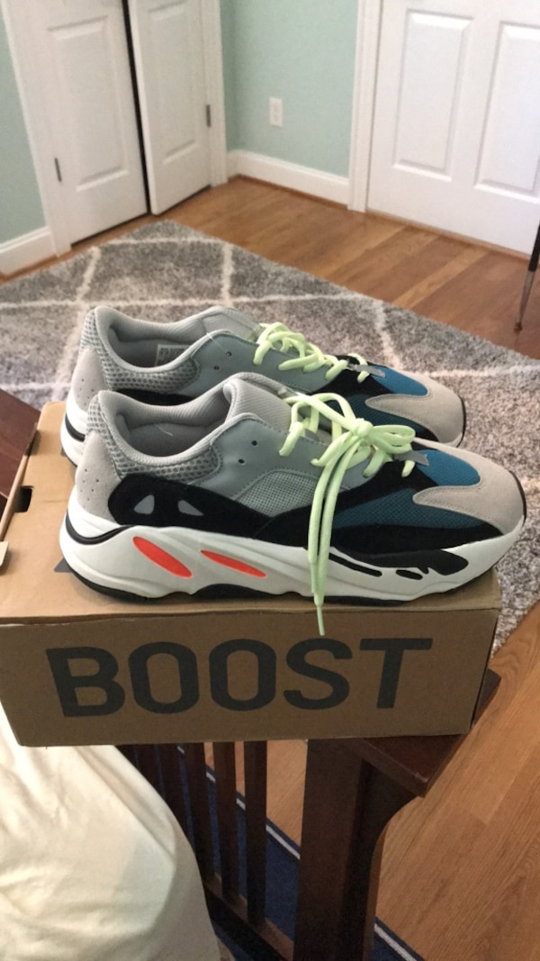 2f136ad6e Used Yeezy 700 shoes