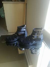 pair of black strappy sandals Avenal, 93204