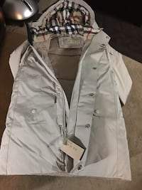 Brand new large Beige unisex Burberry jacket  St Catharines, L2S 4A9