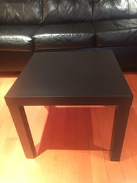 Side wooden table in excellent condition   Toronto, M1V 2B1