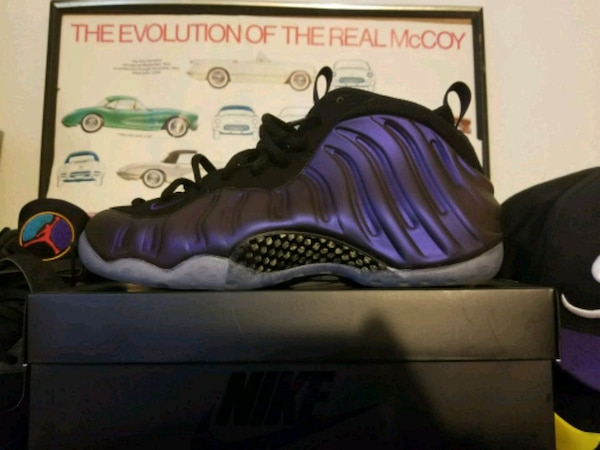 sports shoes 13c01 8ccbe unpaired purple and black Nike Air Foamposite shoe with box