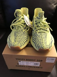 pair of zebra Adidas Yeezy Boost 350 V2 on box Vaughan, L4L 0H1