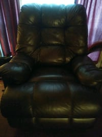 Chocolate Brown Recliner Fort Washington, 20744