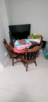 Kitchen table with two extensions and 6 chairs Toronto, M6N 3H4