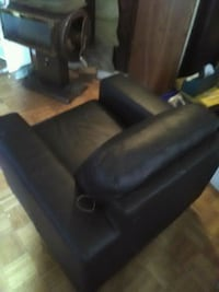 Comfort able black pleather chair Langley, V1M 3E3