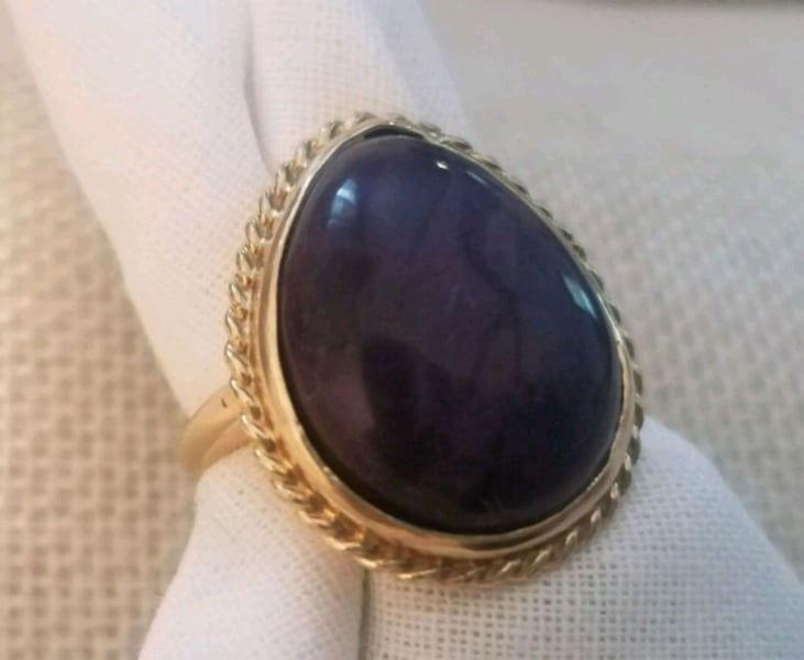 Purple Sugilite Cab set in 14kt Ring Sz 5 3/4 427fb4ca-0007-4c31-8e35-5e7fcc69fa9b