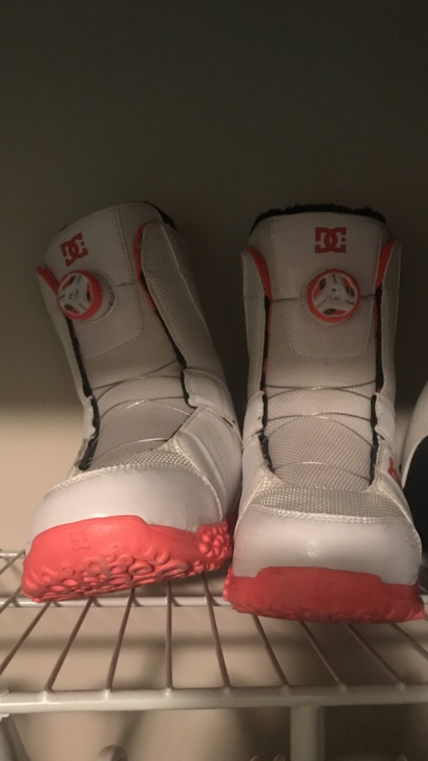 White and pink size 7.5 women's DC snowboard boots