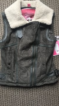 Mossy green zip-up vest Knoxville, 37916