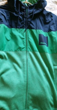 Bench hoodie jacket mens size medium