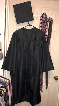 Graduation cap and gown Bowling Green, 42104