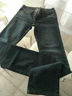Jeans Levi's taille 25 .. 7$
