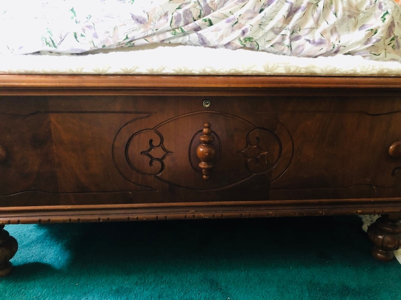 Antique Chest 97c69b79-d85e-4d71-8e08-738198a64b3c