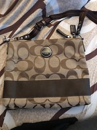 Authentic coach purse. Never used Laval, H7W 2J3