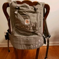 Ergo baby carrier with infant insert Toronto, M6S