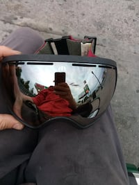 Electric snowboarding goggles with case