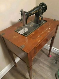 Vintage singer sewing machine and table.