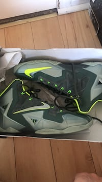 Lebron 11 good condition and perfect for ball  Vaughan, L6A 2C8