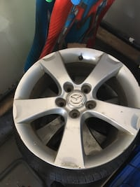 gray 5-spoke auto wheel
