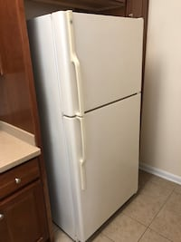 GE Fridge with ice maker and water dispenser Herndon, 20171