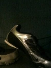 Size 7 track and field shoes like brand new Marion, 46953