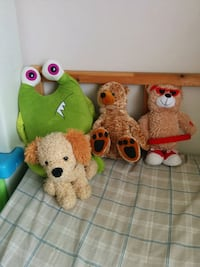 two yellow and green owl plush toys New Westminster, V3M 1Z9