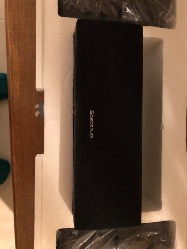 Surround Sound speakers with woffer and receiver 48c080f8-cfac-411f-b6af-6ad634fcc632