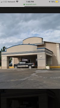108 room hotel in junction city Kansas with bar and restaurant