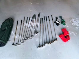 Golf bag with mix of clubs