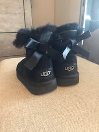 Girls Ugg Bailey Bow Black size 8 Cambridge, N3C 2P4