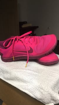 Livestrong Hot Pink Nike's Indio, 92201