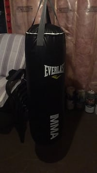 Black everlast heavy bag with stand Richmond Hill, L4E 4S9