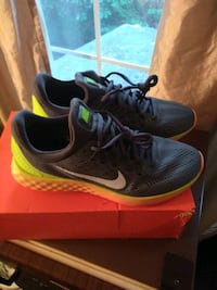 Nike running shoes w/box Germantown, 20874