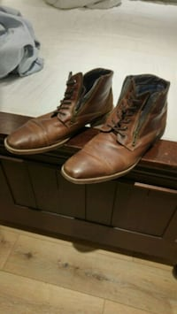 pair of brown leather boots Toronto, M1E 4S6