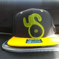 black and yellow fitted cap Los Angeles, 90019